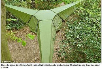 Mergi la camping? S-a inventat cortul care se agata in copaci. Uite cum arata