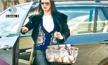 Andreea Marin poarta o geanta falsa, dar spune ca a costat-o 15.000de euro VIDEO