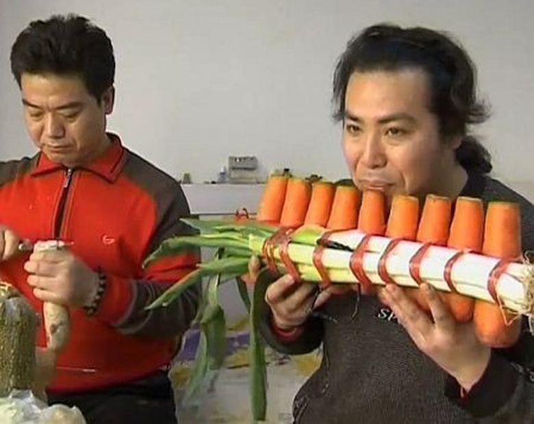 Doi frati transforma legumele in instrumente muzicale. Uite cum canta VIDEO