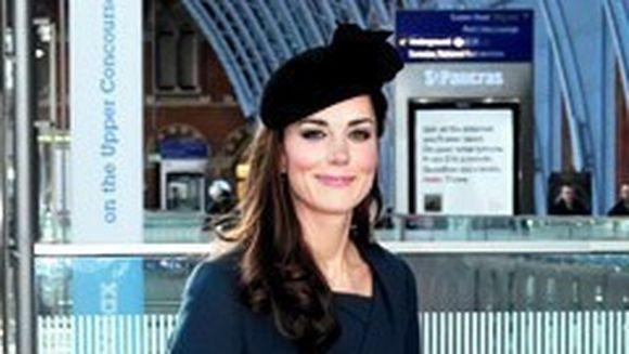 Wow! Kate Middleton a facut senzatie in prima zi a Jubileului Reginei!