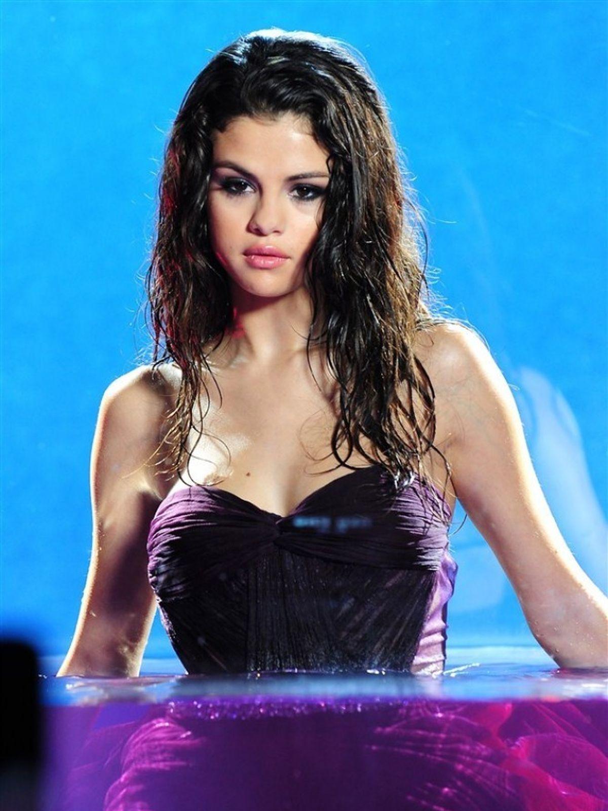 Selena Gomez, pozele care au stranit proteste! FOTO ...