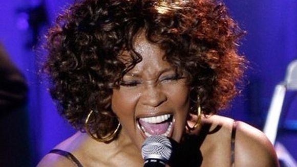 Whitney Houston a murit. Cantareata avea 48 de ani VIDEO