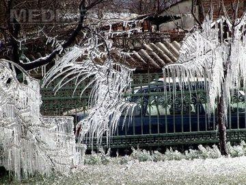 PLOAIA INGHETATA (Freezing Rain): Fenomenul pe care Romania nu l-a mai vazut de 14 ani