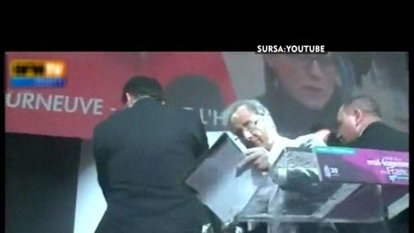 Favorit la prezidentialele din Frantei, Francois Hollande s-a trezit cu o punga de faina in fata. Uite prin ce moment penibil a trecut! VIDEOl