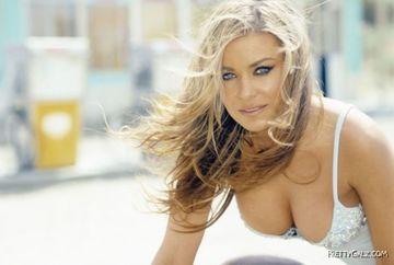Carmen Electra asa cum rar o poti vedea. Adevarata fata a fotomodelului! Iti place cum arata? FOTO
