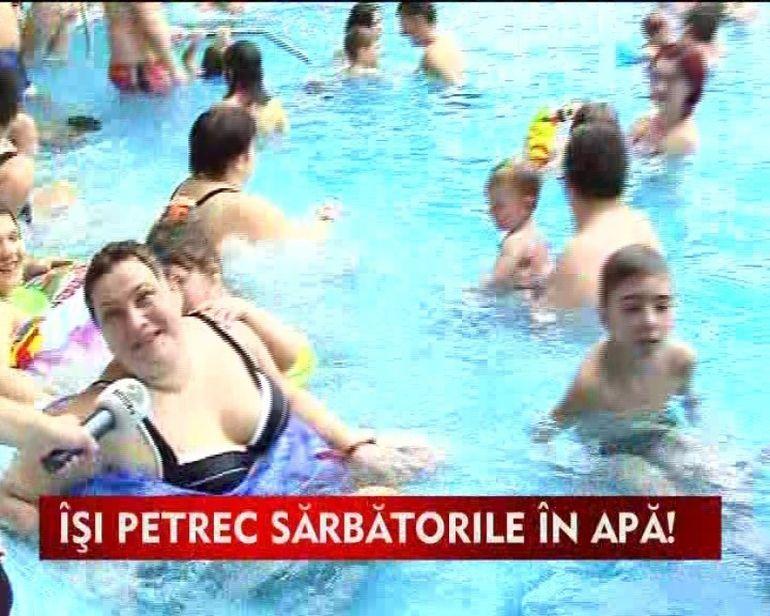 Romanii au luat cu asalt piscinele in totiul iernii!VIDEO