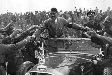 Imagini inedite cu Adolf Hitler petrecand Craciunul!GALERIE FOTO