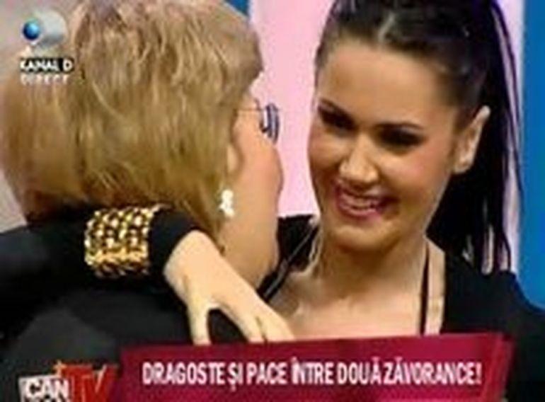 """Exista MINUNI de Craciun"""" Oana Zavoranu s-a impacata cu mama ei! Afla ce si-au spus"""
