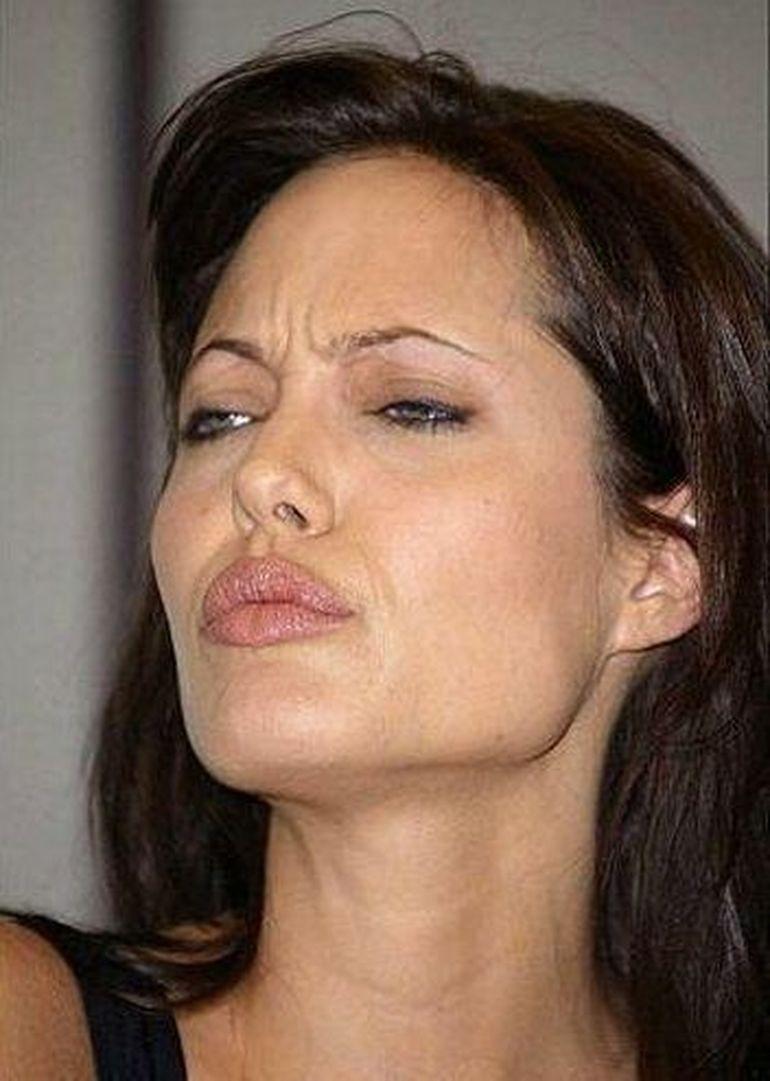 Angelina Jolie pozata in ipostaze amuzante. Uite fetele nevazute ale actritei! GALERIE FOTO