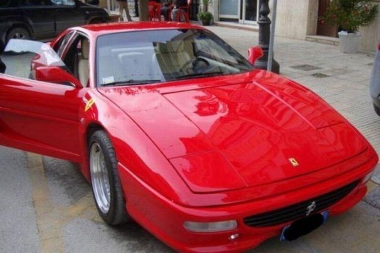 Nu doar hainele se falsifica, ci si masinile. Nu avea bani de Ferrari, dar si facut unul! FOTO