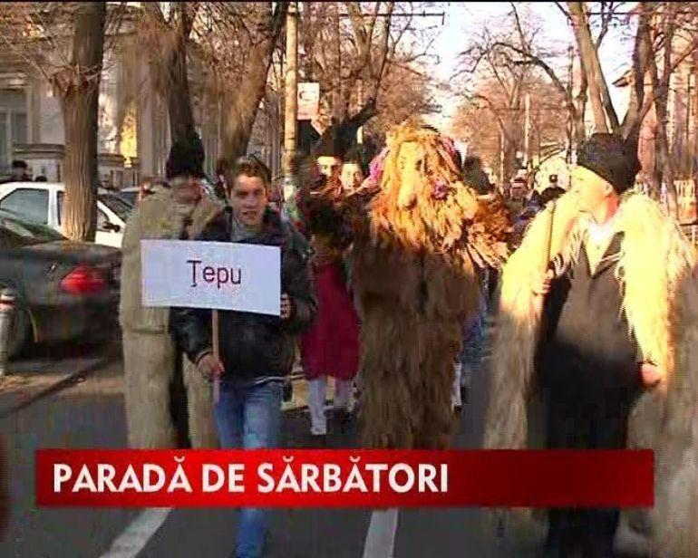 Sute de colindatori au organizat parada obiceiurilor de Craciun VIDEO