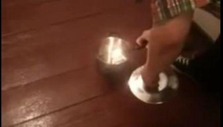 Uite de ce nu este o idee buna sa dai foc la artificii in casa! VIDEO