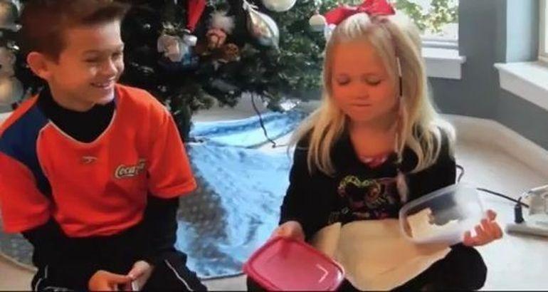 Le-au dat copiilor cadouri oribile de Craciun! Urmareste VIDEO si vezi reactia celor mici!
