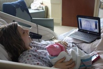 Moment EMOTIONANT - Un soldat si-a vazut pentru prima data fiica! FOTO