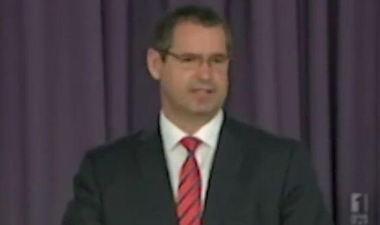 Un politician a uitat ca este live pe TV si a facut o gafa de zile mari! Vezi VIDEO