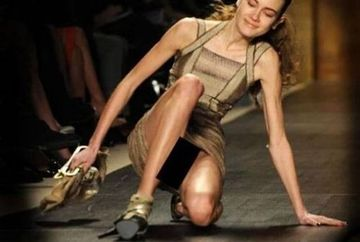 ATENTIE cad - Manechine care s-au facut de ras in timpul unor prezentari de moda! FOTO