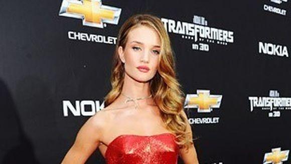 Topul celor mai frumoase rochii purtate de celebritatile de la Hollywood in 2011!Tie care iti place cel mai mult?