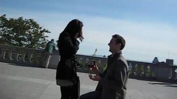 Si-a planificat momentul timp de 6 ani. Urmareste cea mai frumoasa cerere in casatorie! VIDEO