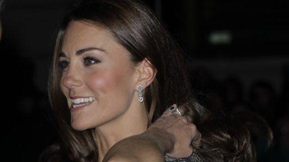Esti curios sa vezi cum va arata fetita sau baietelul lui Kate si William? Vezi FOTO