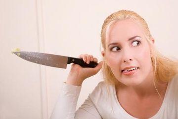 6 semne ca femeia de langa tine este nebuna si ca ar trebui sa o parasesti!