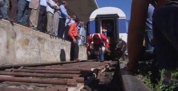 Un barbat a reusit sa traga un tren de 100 de tone! Vezi dovada VIDEO