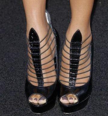 Cei mai neobinuiti pantofi purtati de vedetele de la Hollywood! Cum ti se par? GALERIE FOTO