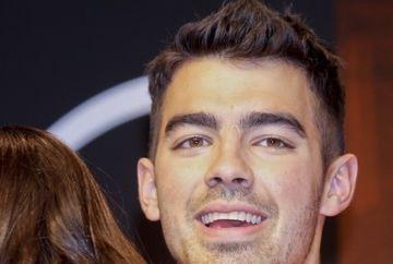 Joe Jonas, asaltat de fane in Spania