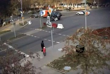 Un politist a supravietuit intr-un mod miraculos, dupa un accident teribil! VIDEO si FOTO