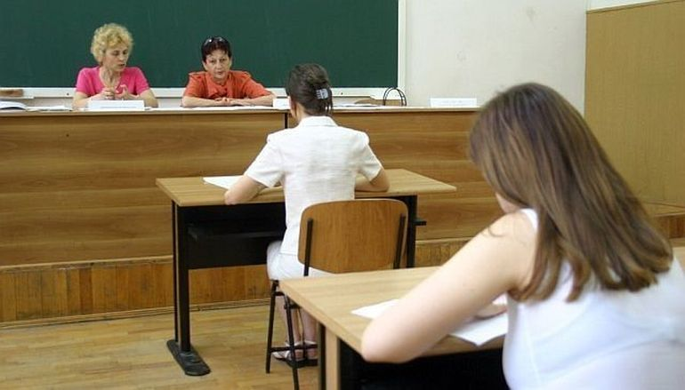 BACALAUREAT 2013 - Sesiunea a doua: absolventii sustin azi proba scrisa la Limba romana