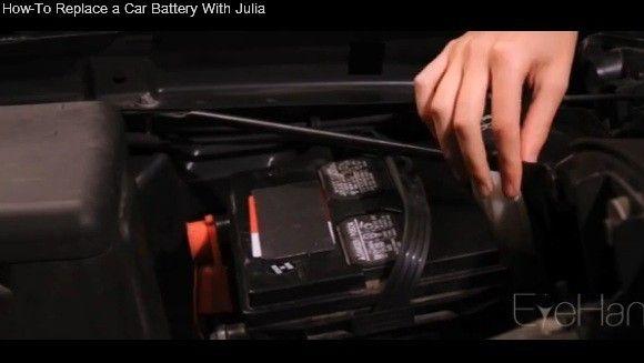 Ti-ai strica intentionat masina, ca EA sa ti-o repare! Cea mai sexy tipa iti arata cum sa pui o baterie de masina VIDEO