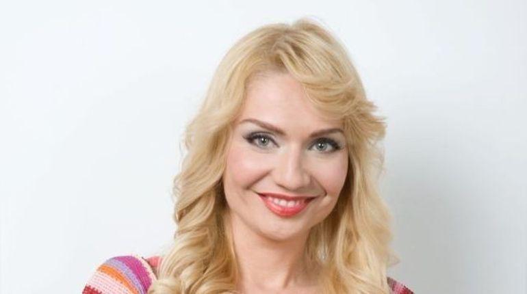 Cristina Cioran: M-am dus cu tocul rupt sa ma vad cu un baiat