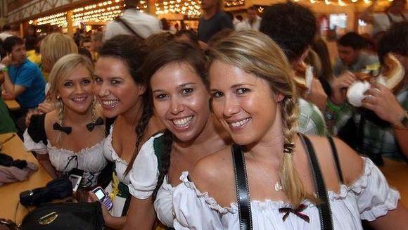 Oktoberfest 2013 a dat startul distractiei! Vino si la Plaza Romania