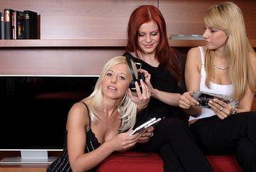 Diferentele dintre blonde, brunete si roscate in pat. Ce prefera fiecare
