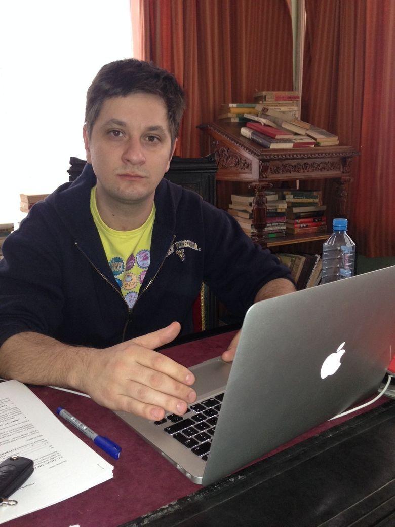 """Octavian Strunila: """"In timp ce scriam, treceam prin mine toate personajele"""""""