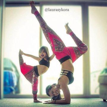 Imagini impresionante! O mamica si fiica ei de patru ani fac yoga! Uite ce frumoase sunt impreuna