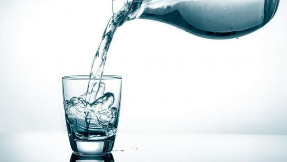 Apa miraculoasa pentru organismul tau! Uite cum te ajuta doar doua cani pe zi