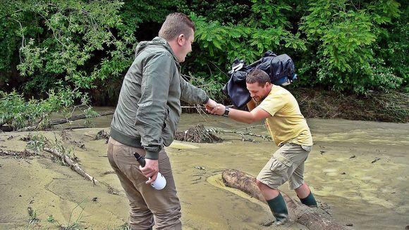 """Reporter """"Asta-i Romania!"""" despre inundatiile din Teleorman: """"Marul discordiei este un dig, refacut, in acte, de vreo doua ori si, in realitate… niciodata"""""""