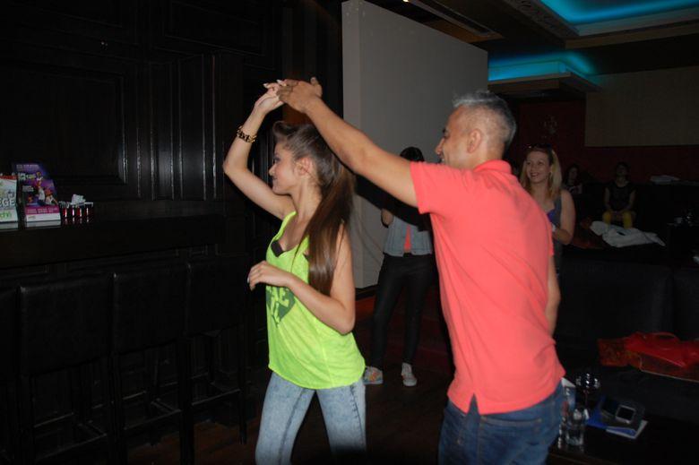 Wilmark, profesor de salsa pentru Theo Rose