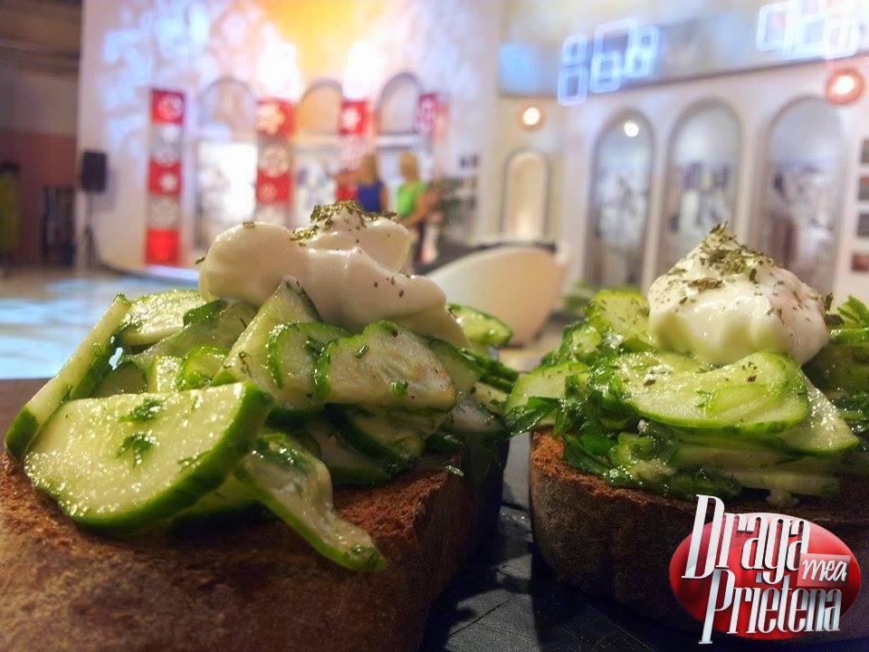 Salata de castraveti cu verdeata si iaurt