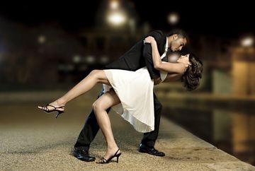 Cum sa dansezi cu el in functie de zodia sa! Iata la ce miscari sa te astepti!