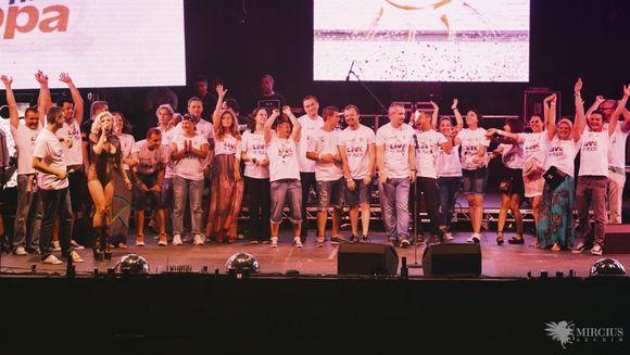 """100.000 de oameni au cantat si au dansat impreuna sambata seara la cel mai mare concert al sezonului – Europa FM """"Live Pe Plaja!"""""""