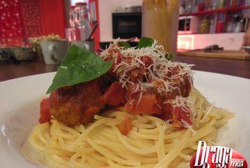 Spaghete cu sos de rosii si perisoare