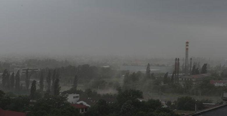 Avertizare METEO: Furtuni si grindina in sud-vestul tarii si la munte