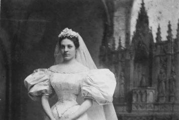 De 120 de ani, femeile din aceasta familie au purtat ACEEASI rochie de mireasa. E incredibil cat de bine arata rochia acum