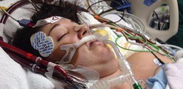 A intrat in coma in timpul nasterii si toti se temeau ca va muri. Apoi, i-au pus bebelusul in brate si un miracol s-a intamplat. E EMOTIONANT!