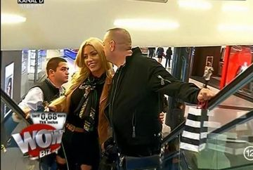 """Leo si Loredana Chivu, intalnire romantica la mall! El a invitat-o la o portie de carnati la """"impinge tava"""" si s-a holbat la fundul ei"""