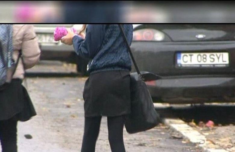 Directoarea care a trimis o eleva acasa pentru ca nu i-au placut hainele ei a fost demisa! Cum a venit adolescenta la ore