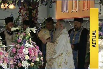 Zi mare pentru miile de credincioşi veniti să se închine la moaştele Sfintei Parascheva