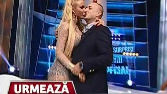 """Leo de la Strehaia si Loredana s-au sarutat pasional, in direct! """"Printul Tiganilor"""" s-a infierbantat rau de tot!"""
