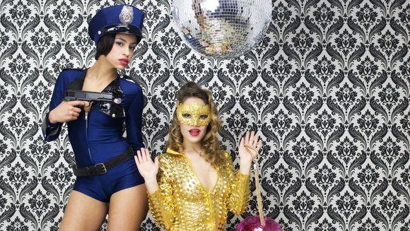 5 costume SEXY de Halloween pe care se bat romancele in perioada asta